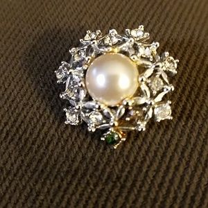 Sarah Coventey Pearl and Rhinestone brooch